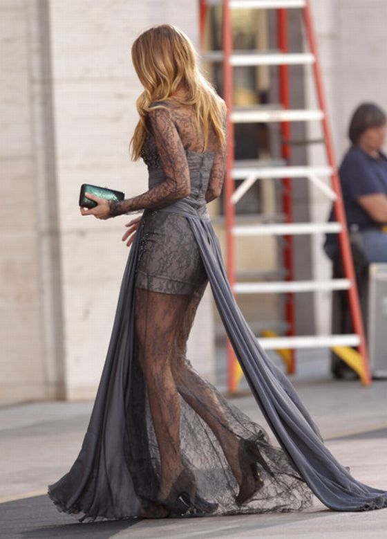 blake-lively-grey-lace-dress-zuhair-murad-dress-gossip-girl-2010-1